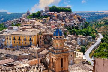 BJR2GY Santa Maria delli\\\'Idria in the foreground and Ragusa Ibla Sicily behind